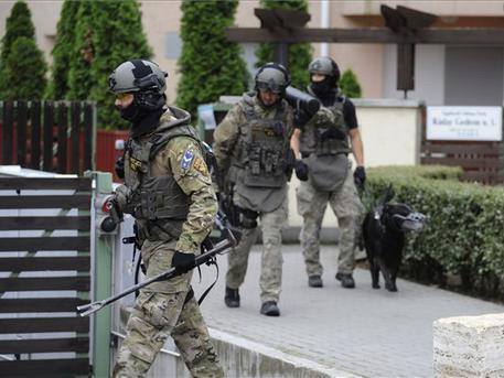 A rendőrség biztonsági intézkedéshez kérte a TEK segítségét (fotó: Mihádák Zoltán – MTI)