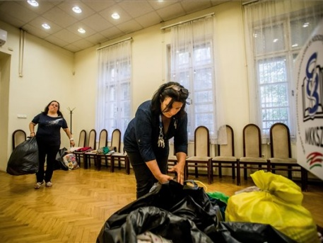 A sztrájk idején adományokat gyűjtenek (fotó: Balogh Zoltán - MTI)