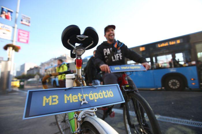 A metrópótlás egyik módja (fotó: Dimény András, Magyar Kerékpárosklub)