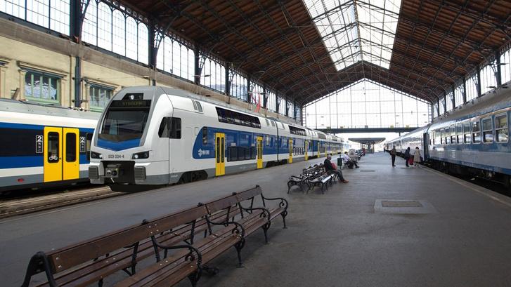 Stadler KISS emeletes motorvonat a Nyugatiban (forrás: MÁV-Start)
