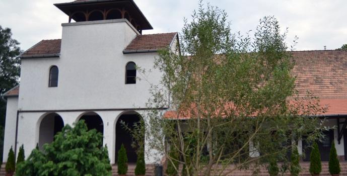 A ravatalozó tetőszerkezetét újítják fel