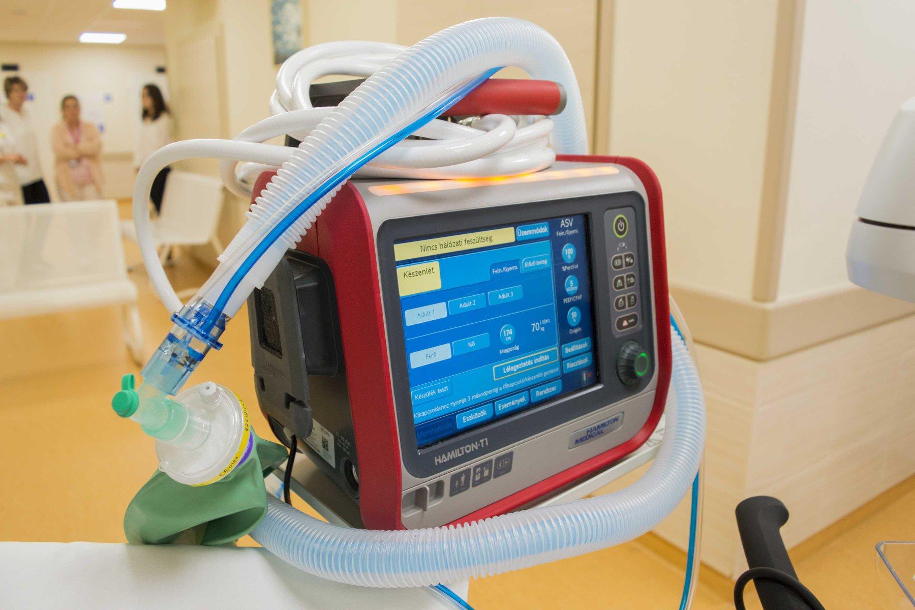 Az új lélegeztetőgép (forrás: Jahn Ferenc Dél-pesti Kórház)