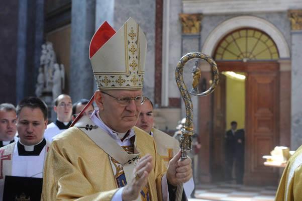 Erdő Péter mutatja be a hálaadó szentmisét